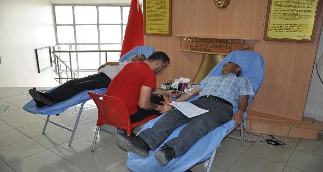Kars Milli Eğitim Müdürlüğünden Kızılaya kan bağışı