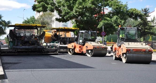 Faikbey Caddesinin asfaltı yenileniyor