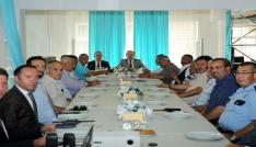 """Vali Pehlivan Mahalle Muhtarlarıyla """"Huzur ve Güvenlik"""" toplantısı gerçekleştirdi"""