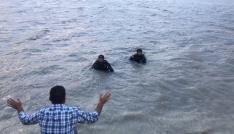 Serinlemek için gölete giren 13 yaşındaki çocuk suda kayboldu