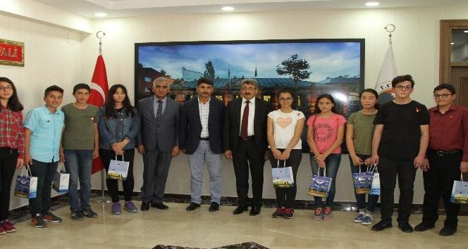 LGSde başarılı olan öğrencileri vali ödüllendirdi