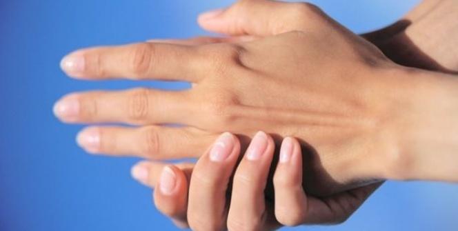 Parmağınızı 60 saniye bastırın vücudunuzdaki değişime bakın!