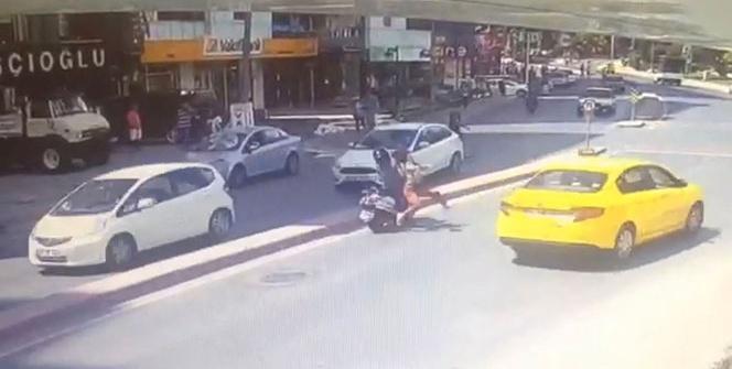 İstanbul'da kadının kafatasının kırıldığı feci kaza kamerada