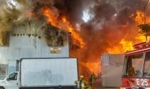 Los Angeles'ta mobilya imalathanesinde yangın