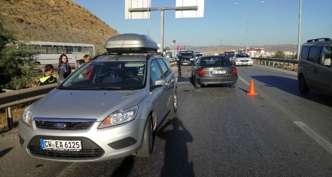 Kırıkkalede 2 otomobil çarpıştı: 4 yaralı