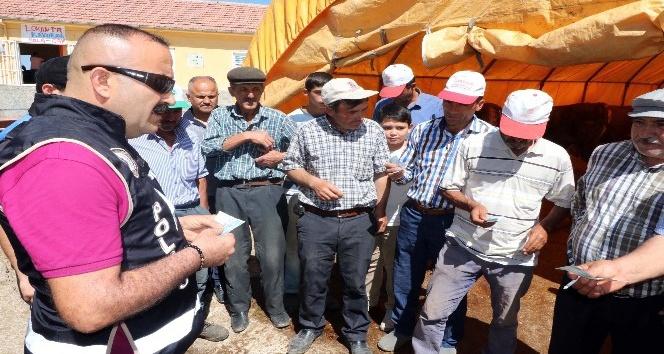 Yozgatta polis ekipleri hayvan pazarında sahte para uyarısı yaptı