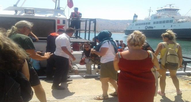 Gökçeadada karaya oturan feribottan yolcular tahliye edildi
