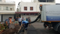 Bodrumda yağmur suyu kanalları temizlendi
