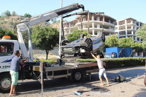 Otomobil takla attı! Ortalık savaş alanına döndü