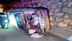 Köpeğe çarpan otomobil yan yattı