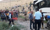 AK Parti üyelerini taşıyan otobüsle otomobil çarpıştı: 5 ölü, 18 yaralı