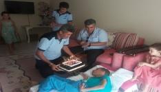 Yatalak hastaya doğum günü sürprizi