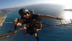 Yamaç paraşütüyle atlayan tatilcilerin zor anları