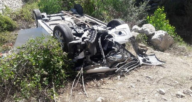 Amasyada otomobil şarampole devrildi: 3 ölü, 4 yaralı