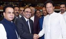 Eski kriket yıldızı İmran Khan Pakistan Başbakanı seçildi