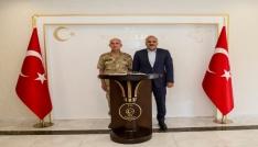 Korgeneral Karataştan Vali Zorluoğluna veda ziyareti