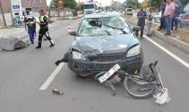 Uşak'ta otomobil bisiklete çarptı: 3 yaralı