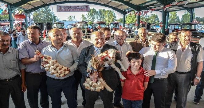 Taşköprüde en iyi sarımsak üreticisi ve en iyi buzağı yetiştiricisi yarışması düzenlendi