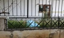 Kadıköyde bir apartmanın bahçesinde erkek cesedi bulundu
