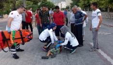 Manisada otomobil Suriyeli çocuğa çarpıp kaçtı