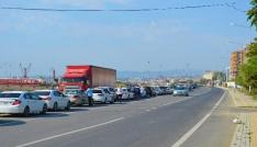 Tatilcilerin sıra çilesi: Yüzlerce araç sıra bekliyor