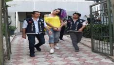 Antalyada gencin düştüğü evdeki travesti yakalandı
