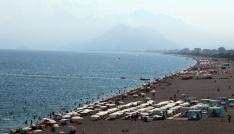 Antalyada sahillerde bayram yoğunluğu