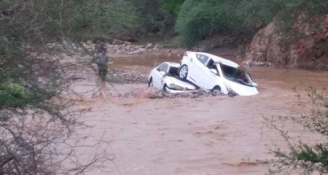Sürücüyü, kendi canını tehlikeye atarak kurtardı