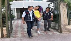 Antalyada gencin 2. katından düştüğü evdeki travesti tutuklandı