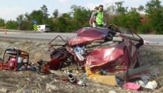 Kütahyada tır otomobile çarptı: 2 ölü, 7 yaralı
