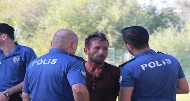 Manavgat Irmağına atlayan genç, polisi ve sağlık ekibini alarma geçirdi