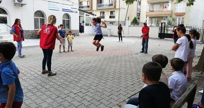 Çocuklar geleneksel oyunlarla şenlendi