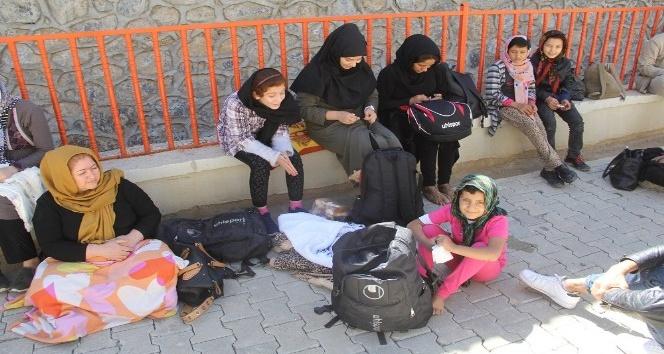Başkalede 43 yabancı uyruklu kaçak yakalandı