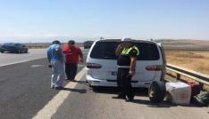 Yolda kalan Sudanlı aileye polis yardım elini uzattı