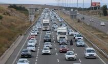 Tatilciler 35 kilometrelik araç kuyruğu oluşturdu