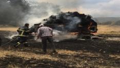 Tavşanlıda çıkan yangında traktör ve balyalar yandı