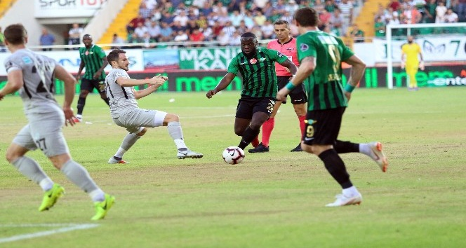 Spor Toto Süper Lig: Akhisarspor: 0 - Çaykur Rizespor: 1 (İlk yarı)