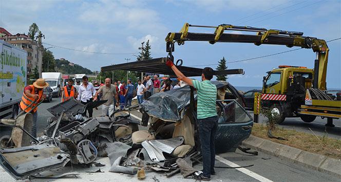 Karşı şerite geçen otomobil ikiye bölündü: 1 ölü, 12 yaralı ile ilgili görsel sonucu