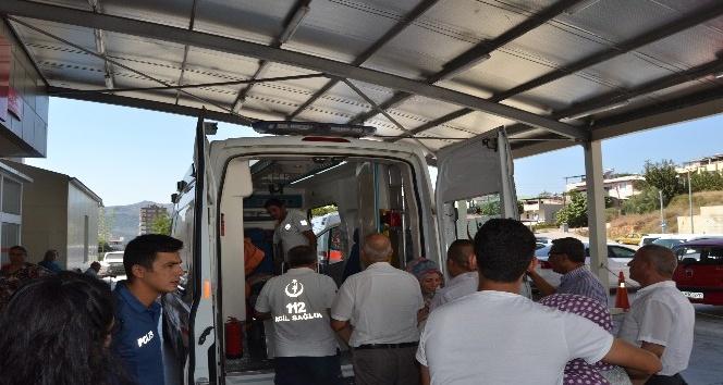 Lastiği patlayan tomruk yüklü kamyon devrildi: 1 ölü, 3 yaralı