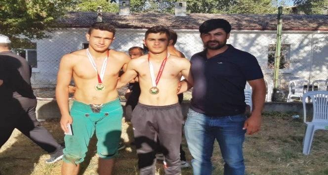 Palandöken Belediyesinin güreşçileri Türkiye Şampiyonasına damga vurdu