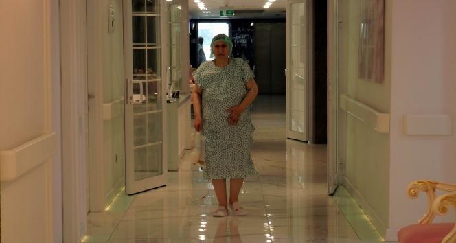 54 yaşındaki kadının karnından 25 kilogram kitle çıktı