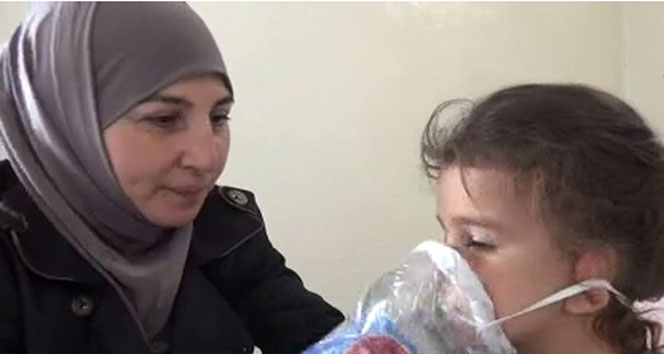 İdlibli anneden çocuklarına el yapımı gaz maskesi