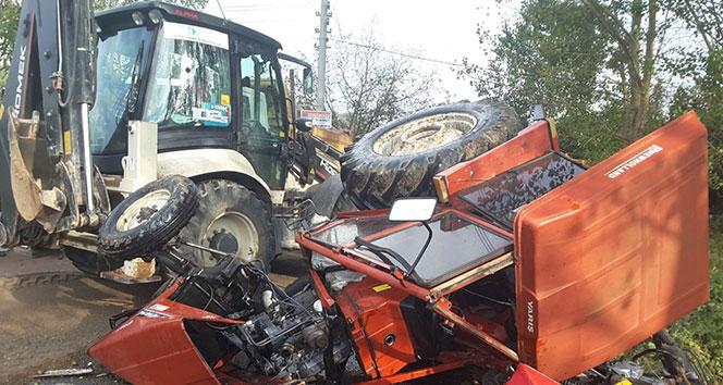 Hatalı sollama yapan kamyonla traktör çarpıştı: 1 yaralı
