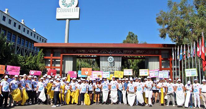 Otel çalışanları, yerli ve yabancı tatilcilerle çöp topladı