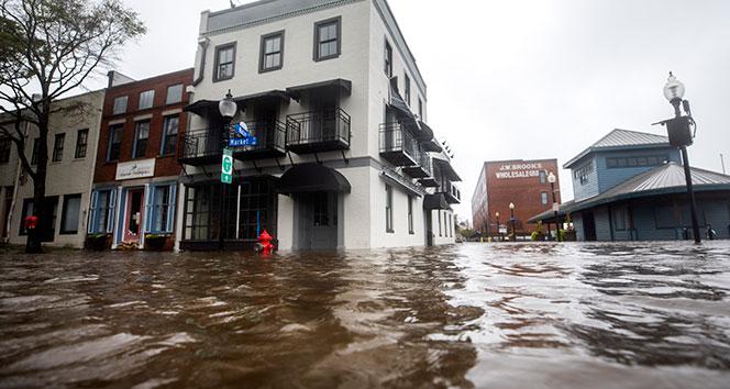 Florence Kasırgası'nda 7 kişi hayatını kaybetti!