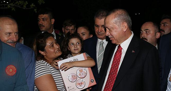 Cumhurbaşkanı Erdoğan'dan Zeytinburnu sahilindeki vatandaşlara sürpriz ziyaret