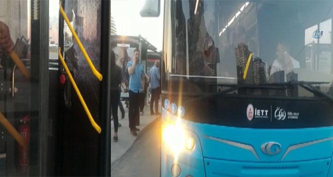 Akbil kartı geri gelmeyen adam otobüsün camlarını kırdı