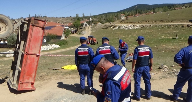 Emet'te trafik kazası: 2 ölü, 1 yaralı