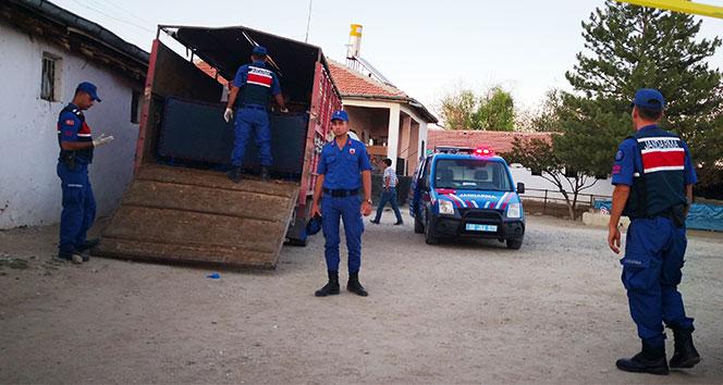 Borcu yüzünden babasını öldürüp kamyonetin kasasına sakladı