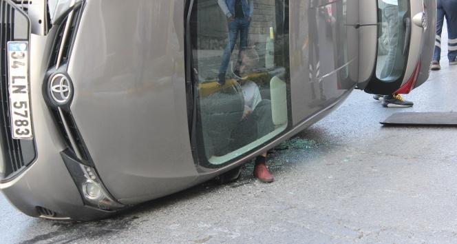 Takla atan araçta sıkıştı, polis ailesine böyle haber verdi